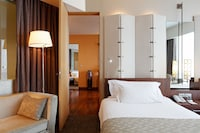 World Executive Suite - King and Twin