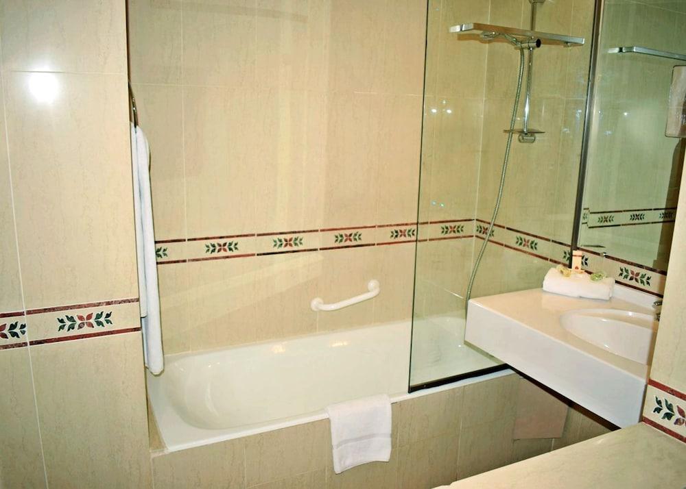 아잘라이 그랜드 호텔(Azalai Grand Hotel) Hotel Image 9 - Bathroom