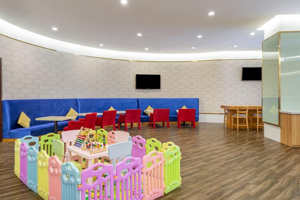 ホリデイ・イン エクスプレス ウージャウチャン (五角場快捷假日酒店)