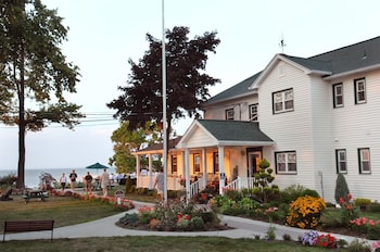 Hotel - The Lakehouse Inn