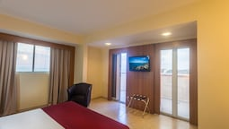 Deluxe Room, 1 King Bed, Balcony, Sea View (ns)