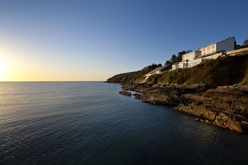 . Cliff House Hotel