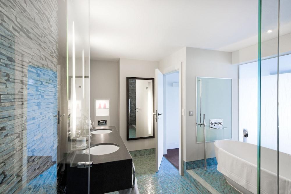 https://i.travelapi.com/hotels/2000000/1860000/1853400/1853356/99d491bd_z.jpg
