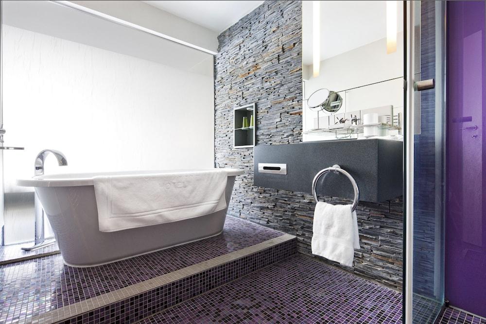 https://i.travelapi.com/hotels/2000000/1860000/1853400/1853356/cf27f457_z.jpg