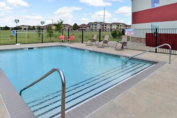 Quality Inn & Suites - Outdoor Pool  - #0