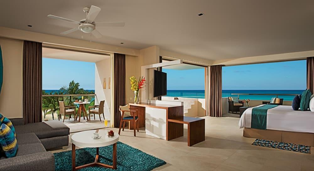 https://i.travelapi.com/hotels/2000000/1860000/1854100/1854031/782b9c33_z.jpg