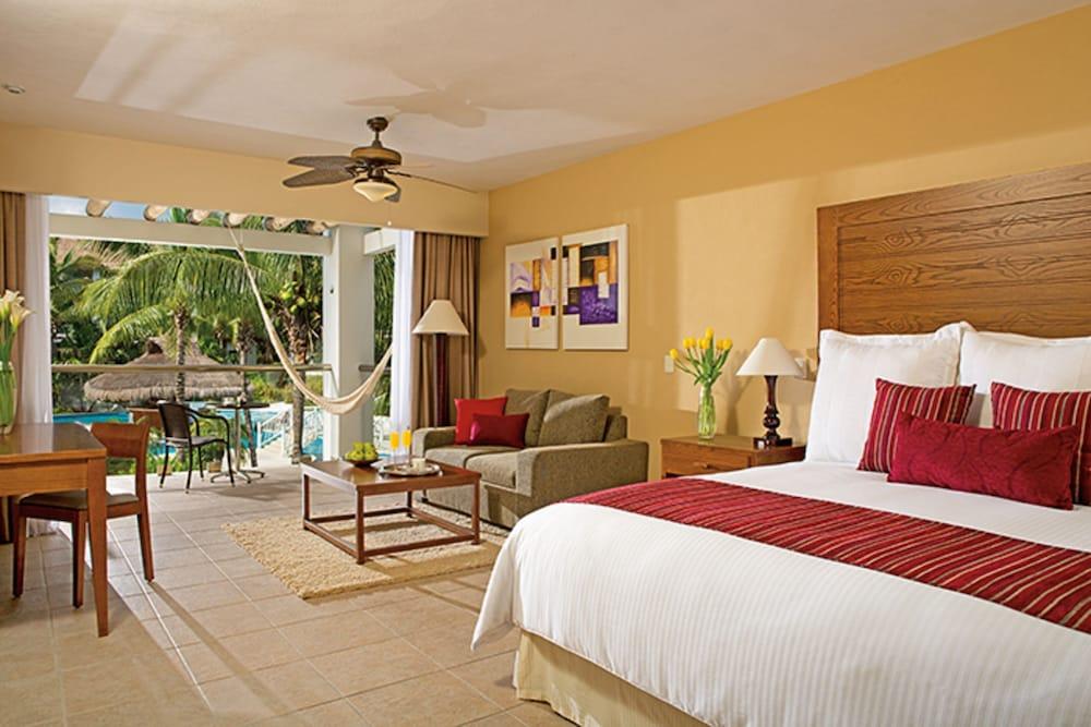 https://i.travelapi.com/hotels/2000000/1860000/1854100/1854031/8068f7a0_z.jpg
