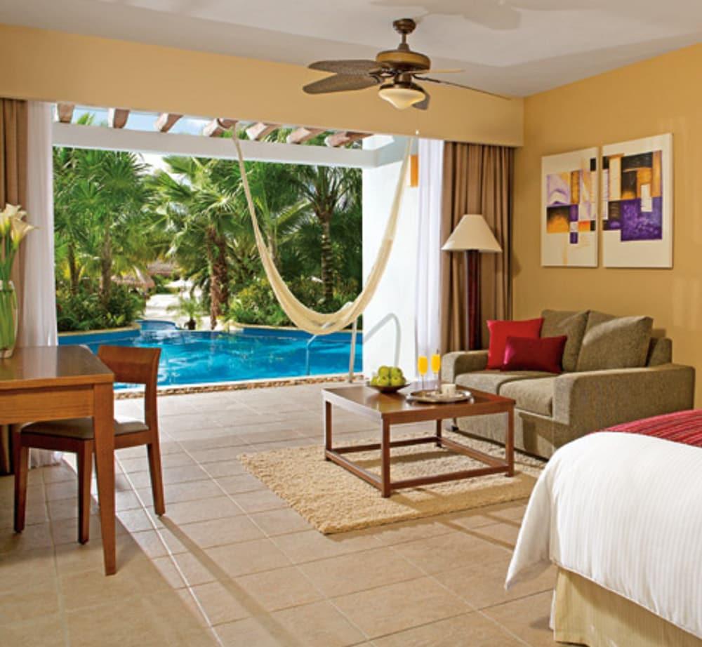 https://i.travelapi.com/hotels/2000000/1860000/1854100/1854031/80a957bf_z.jpg