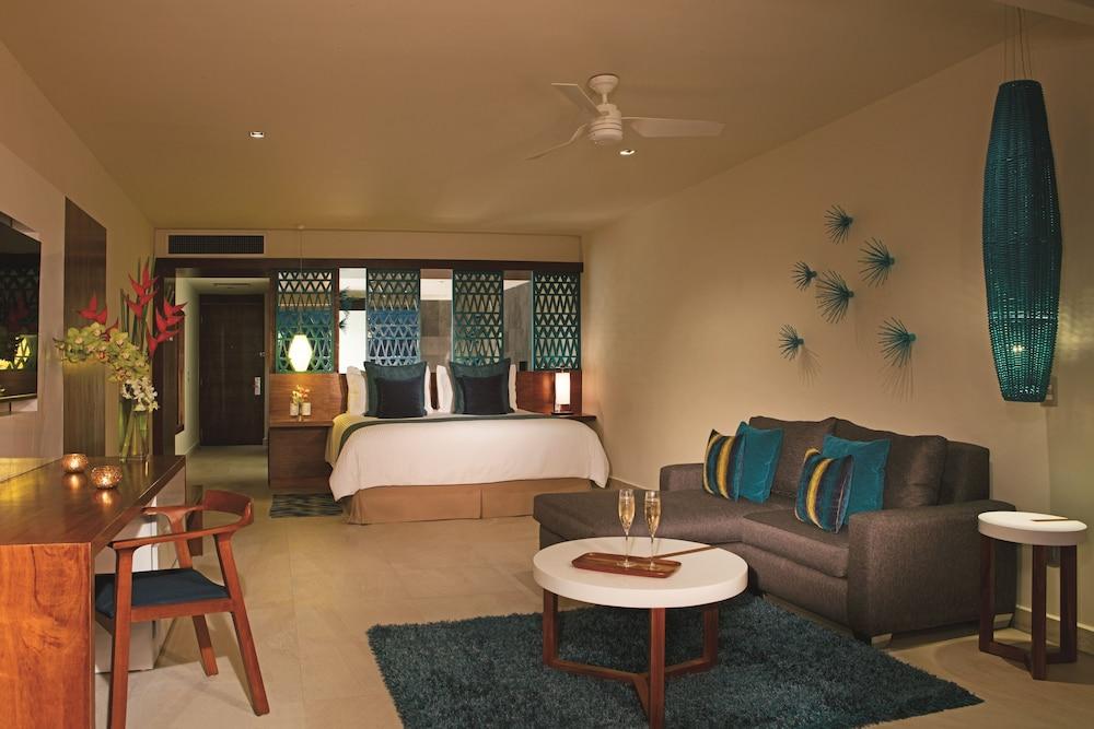 https://i.travelapi.com/hotels/2000000/1860000/1854100/1854031/836f2c89_z.jpg