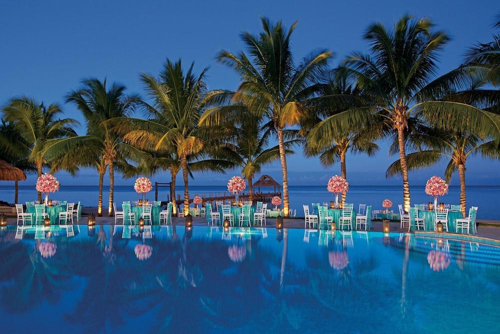 https://i.travelapi.com/hotels/2000000/1860000/1854100/1854031/8f25f68a_z.jpg
