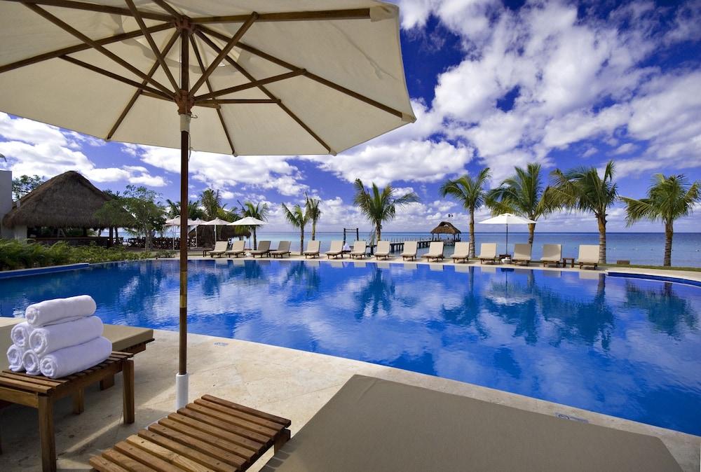 https://i.travelapi.com/hotels/2000000/1860000/1854100/1854031/b8252ffe_z.jpg