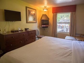 Guestroom at The Retreat on Charleston Peak in Las Vegas