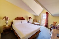 Deluxe Room, 1 King Bed, Balcony, Mountain View