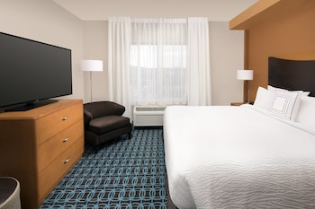 Guestroom at Fairfield Inn by Marriott Washington D.C. in Washington