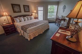 Admiral Suite (1 Bedroom, 2 Bath)