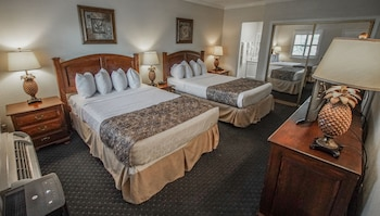 Classic Quadruple Room, 2 Double Beds, Refrigerator & Microwave