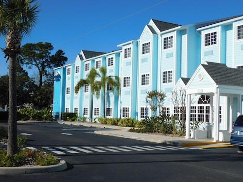 . Microtel Inn & Suites by Wyndham Port Charlotte