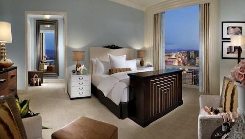 Trump International Hotel Las Vegas image 14