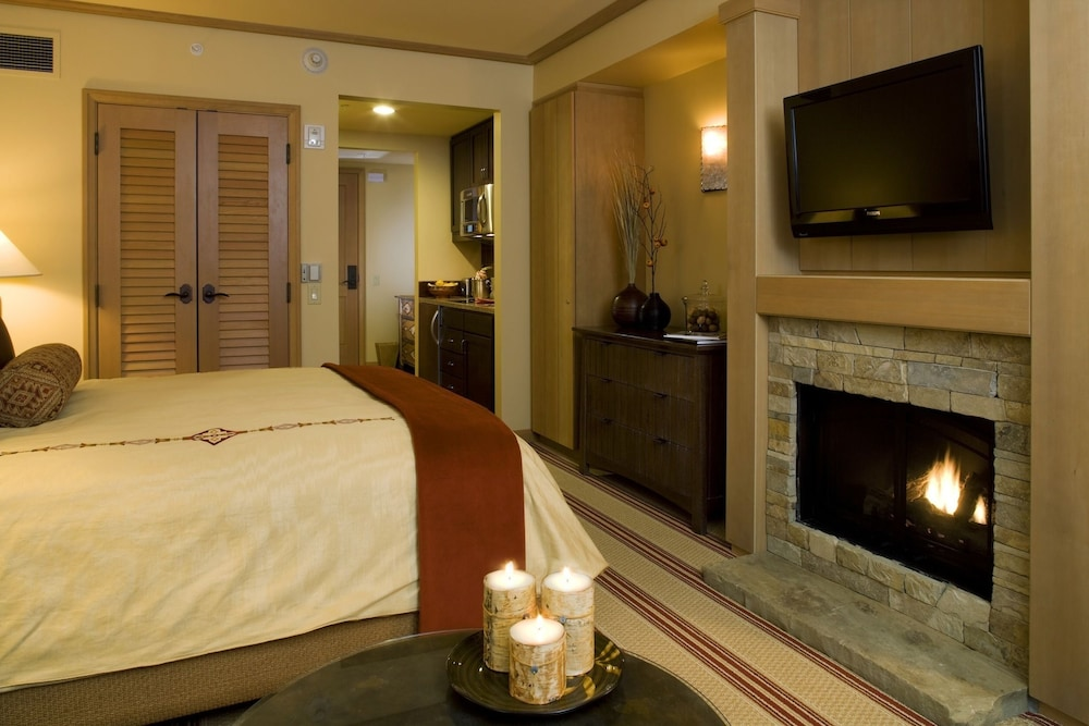 Hotel Interior : Studio, Fireplace, Resort View (Lodge) 58 of 110