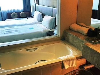 Howard Johnson Caida Plaza Shanghai - Bathroom  - #0