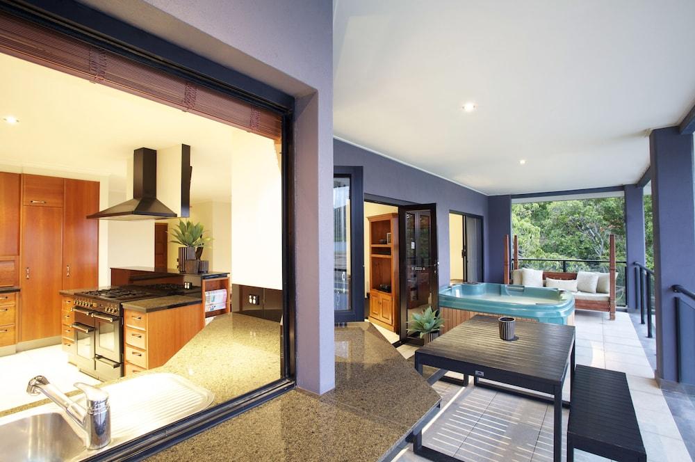 https://i.travelapi.com/hotels/2000000/1870000/1861900/1861849/561a8d15_z.jpg