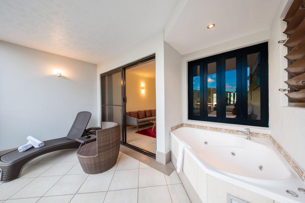 https://i.travelapi.com/hotels/2000000/1870000/1861900/1861849/d882add2_z.jpg