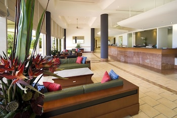Lobby Sitting Area at Mantra Twin Towns in Coolangatta