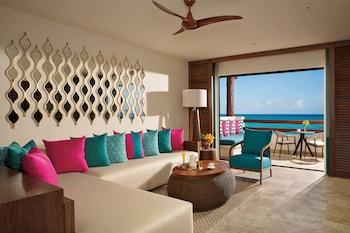 Preferred Club Honeymoon Suite King