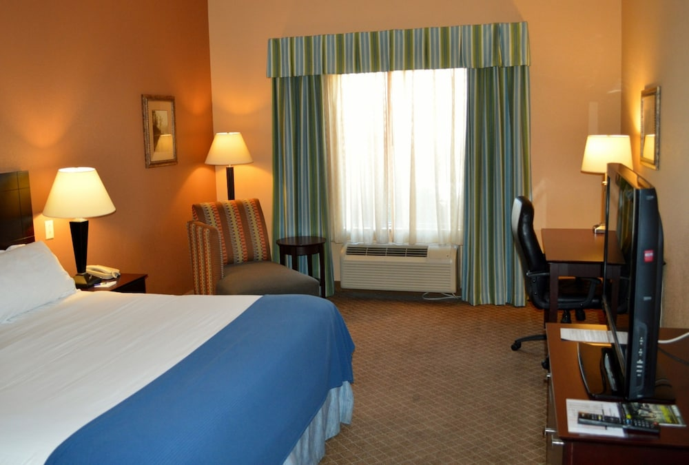Deluxe Suite, 2 Queen Beds, Accessible, Bathtub