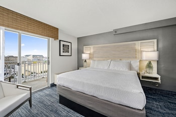 Newly Renovated Single Room, 1 King Bed, City View