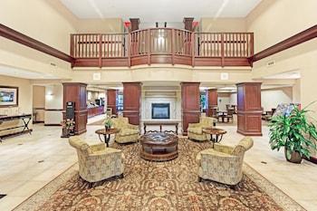 Lobby at Wingate By Wyndham Charleston in North Charleston