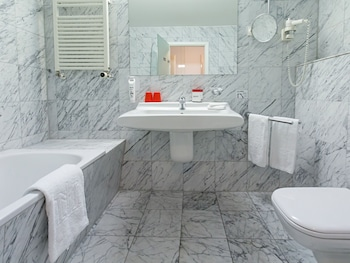 DORMERO Hotel Burghausen - Bathroom  - #0
