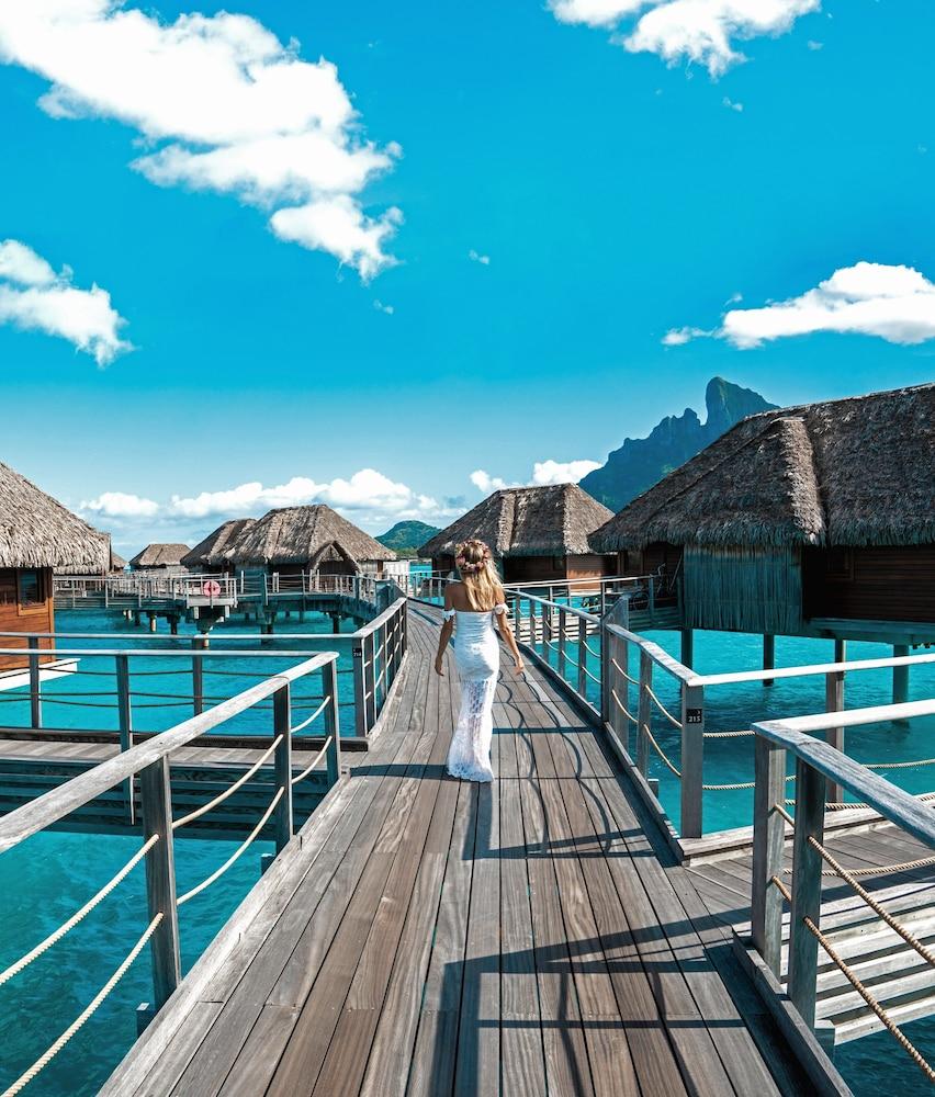 https://i.travelapi.com/hotels/2000000/1870000/1867200/1867106/349dbc9c_z.jpg