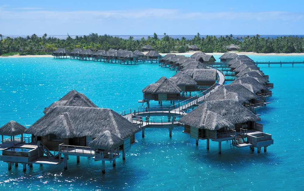 https://i.travelapi.com/hotels/2000000/1870000/1867200/1867106/7d8c0f47_z.jpg