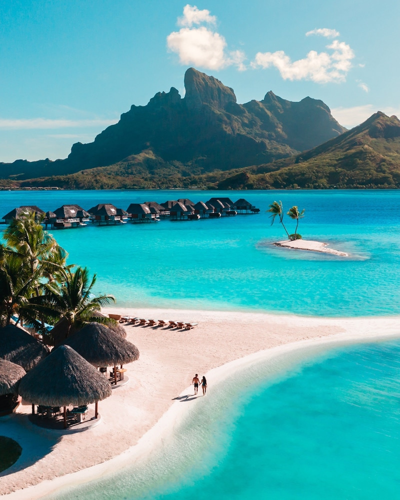 https://i.travelapi.com/hotels/2000000/1870000/1867200/1867106/e035f0c1_z.jpg