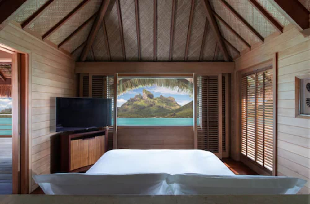 https://i.travelapi.com/hotels/2000000/1870000/1867200/1867106/f993fd9e_z.jpg