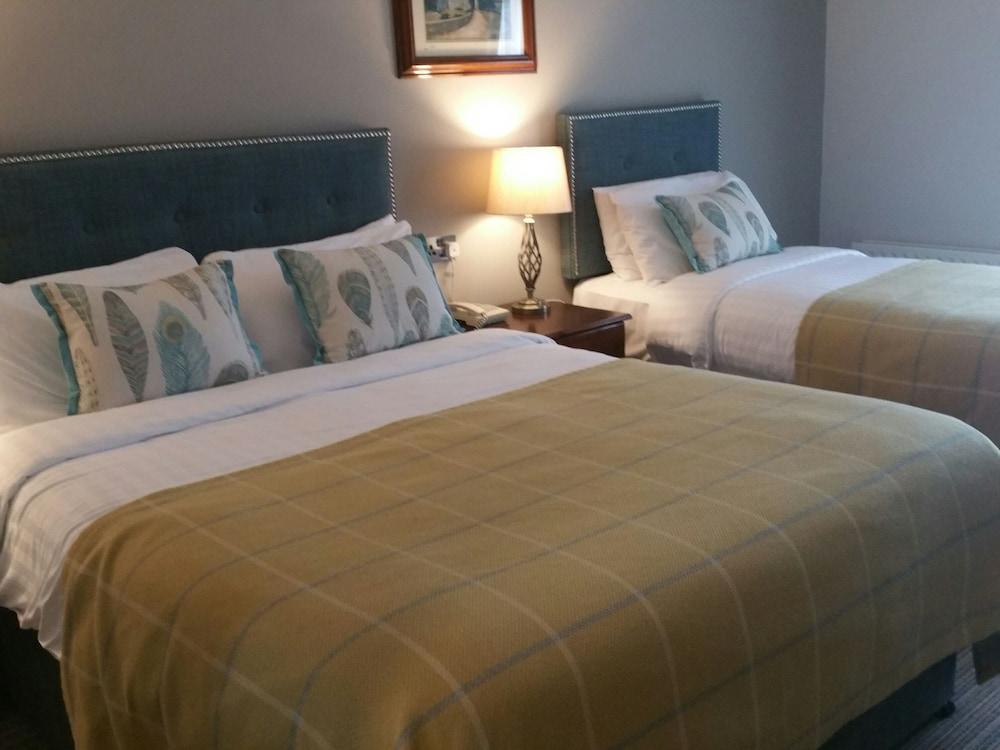 https://i.travelapi.com/hotels/2000000/1870000/1869700/1869623/9f8286b1_z.jpg