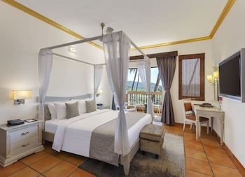 Executive Suite, 1 King Bed, Lagoon View