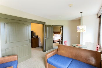 Evergreen Family Suite Balcony - Water Park Included
