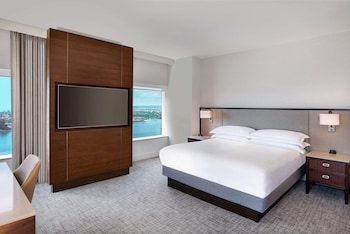 Room, 1 King Bed, Corner (Port/Coronado View)