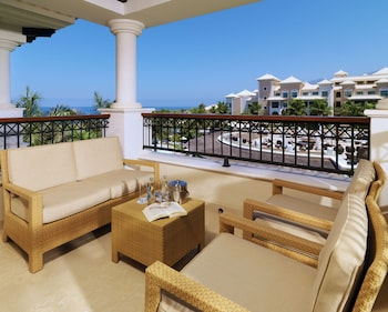 Master Suite One Bedroom Partial Ocean View (2+1)