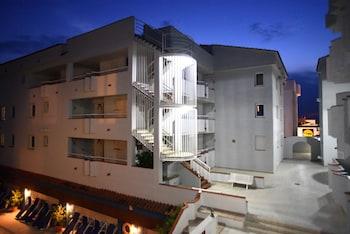 Apartamentos Maurici Park - Hotel Interior  - #0