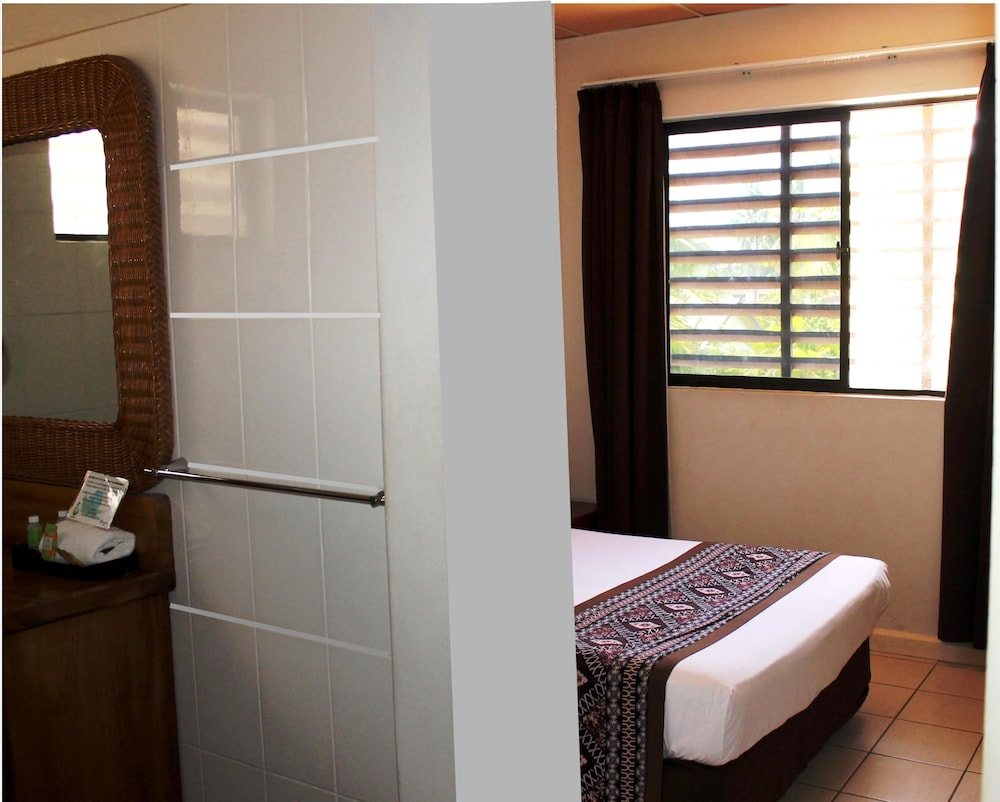 Suite : Standard Double or Twin Room, 1 Double or 2 Twin Beds, Ensuite, Corner 30 of 117