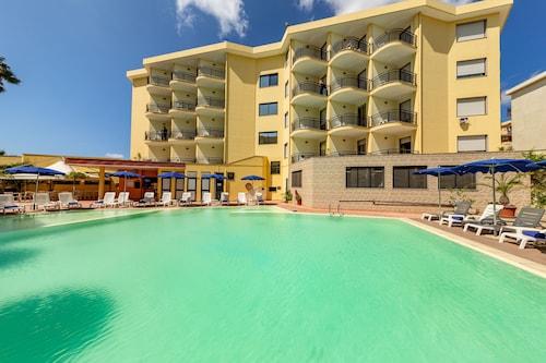 . Rina Hotel