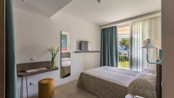 Deluxe Double Room, 1 Double Or 2 Twin Beds, Lake View