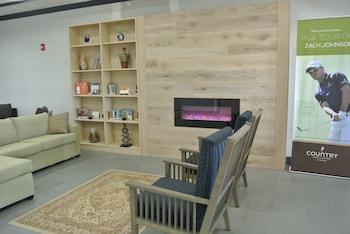 Lobby Sitting Area at Country Inn & Suites by Radisson, Savannah Airport, GA in Savannah