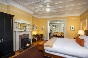 Suite, 1 King Bed, City View (Historic)