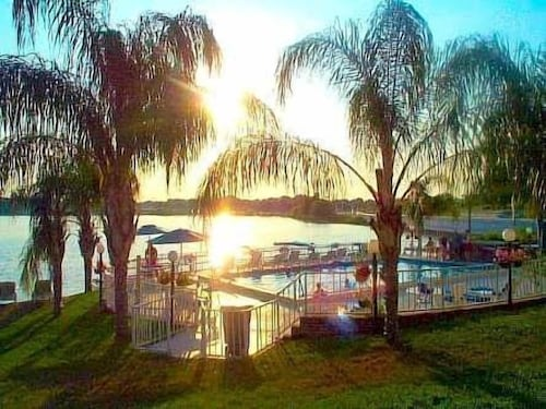 . Lake Roy Beach Inn