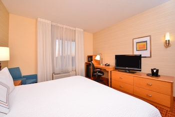 Guestroom at Fairfield Inn & Suites by Marriott Baltimore in Baltimore