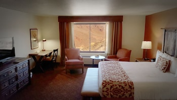 Deluxe Suite, 1 King Bed, Lake View